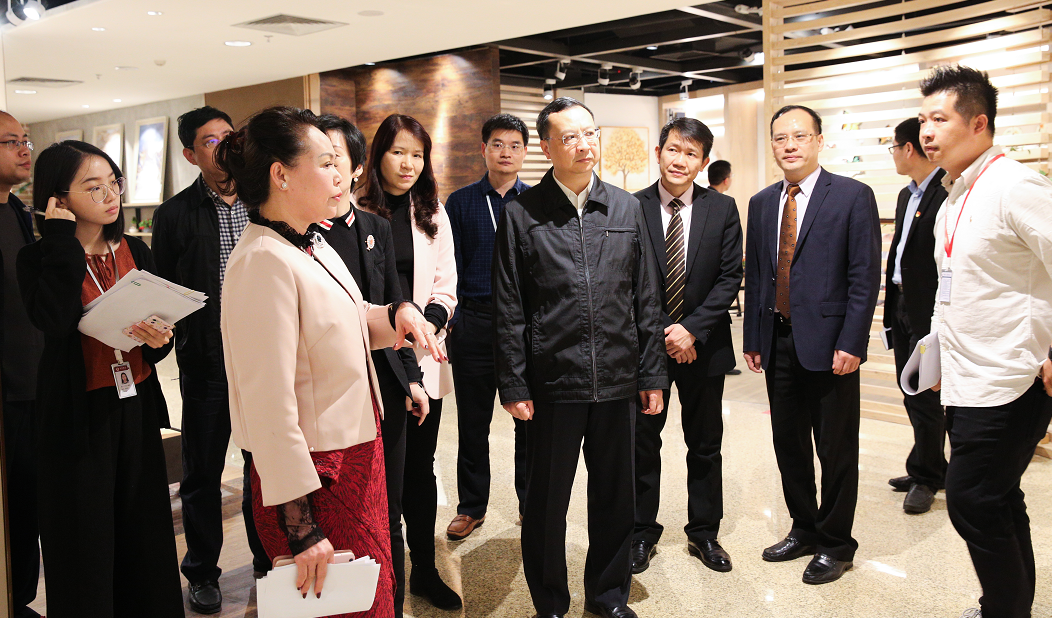 Secretariat Wang Huanqing of District Government and other leaders visited Wanling Square for research and guidance.
